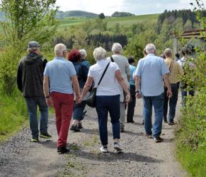 Teilnehmer auf dem Weg zum kulinarischen Event